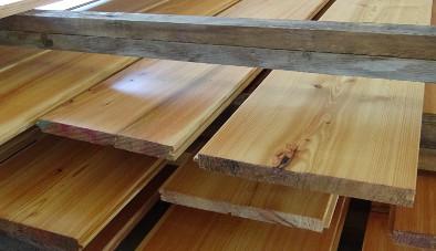 Dielenbretter aus Massivholz