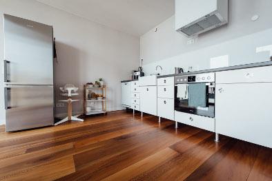 Platane Holzboden mit Fußbodenheizung