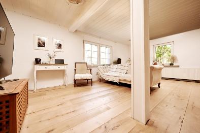 weißer Holzdielenboden Ahorn
